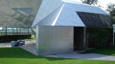 Türen und Tore in Sonderanfertigung - Poloclub Vreeland mit RVS-Verkleidung