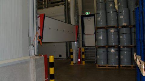 Sektionaltore mit Flüssigkeitssperre - Hegron Cosmetics - Protec Industrial Doors