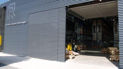 Sektionaltore - mit dem gleichen Material wie die Fassade verblendet werden - Protec
