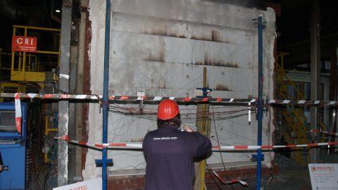 Feuerhemmende Sektionaltore - getestet und zertifiziert von Efectis - EI1-60 konform EN13501-2