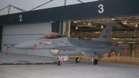 Große Tore Militärflugplatz, Tore für Militärflugzeuge, Tore für Kampfhubschrauber