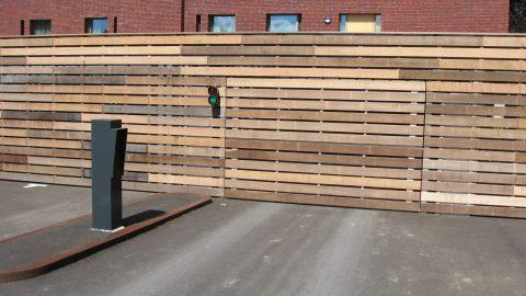 Flächenbündige Türen mit Holzverkleidung - Furnierverkleidung - Fassadentore