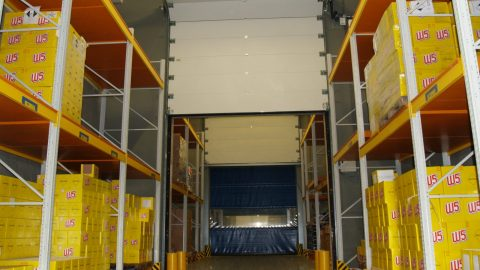 Brandschutztor mit flüssiger Rückhaltesperre für ein Logistiklager für LIDL